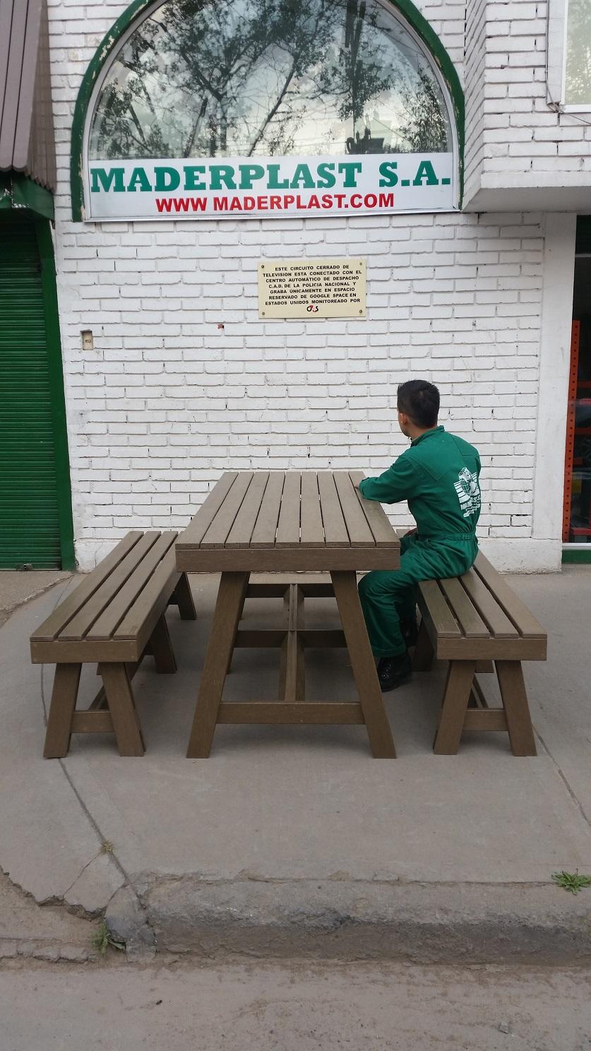 30 muebles campestres exteriores interiores mobiliarios for Mesas y sillas de madera para cocina