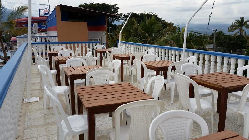 30 muebles campestres exteriores interiores mobiliarios for Mobiliario cocina restaurante