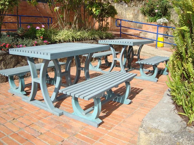 30 muebles campestres exteriores interiores mobiliarios for Fabrica de mesas y sillas de comedor