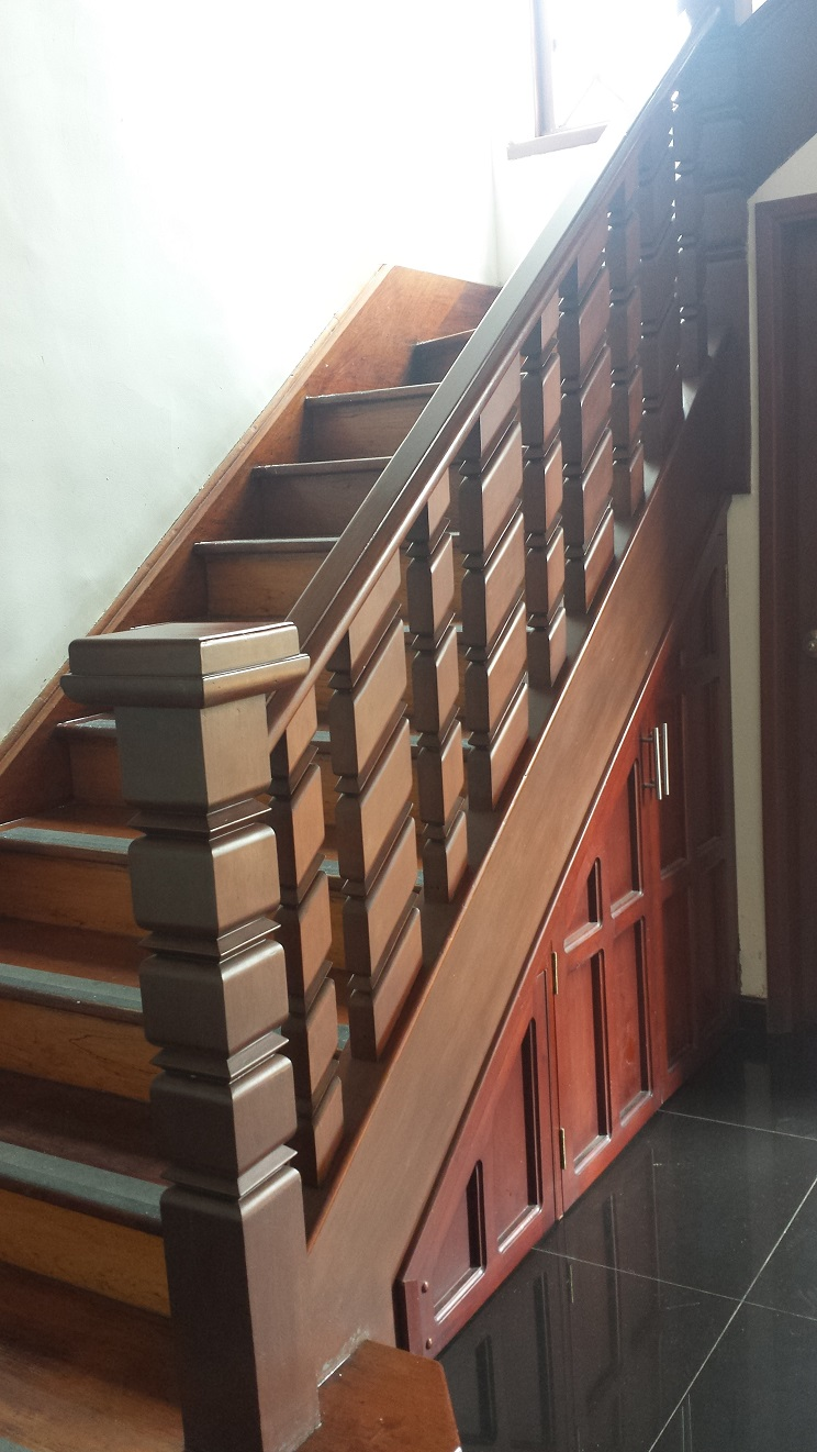 Escaleras de fierro y madera stair idea barandas para for Escalera recta de hierro y madera